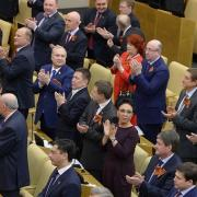 Депутаты повысели зарплату своим помошникам.