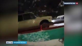 В Башкирии неизвестный на машине заехал на детскую горку: ВИДЕО