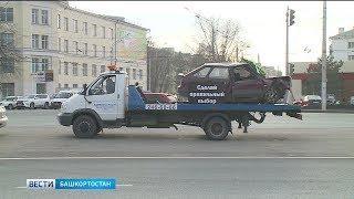 Эвакуатор с разбитым автомобилем установили в Уфе ко Дню памяти жертв ДТП