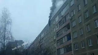 В многоэтажке на улице Авроры в Уфе загорелась квартира