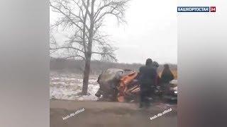 В Башкирии два грузовика слетели в кювет
