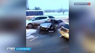 В Уфе ВАЗ-2113 влетел в фуру: водителя достали, срезав крышу авто