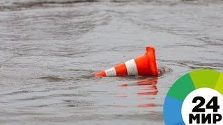 Сносит мосты и вышки: в Техасе из-за дождей началось сильнейшее наводнение - МИР 24
