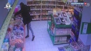 В Уфе в одном из супермаркетов неизвестный украл 15 банок кофе: ВИДЕО