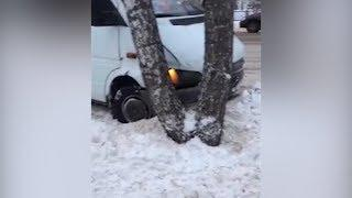 Иномарка протаранила автобус
