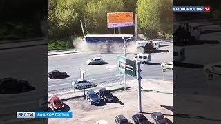 Момент жесткого столкновения двух грузовиков в Уфе попал на видео