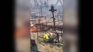Под Челябинском лесной пожар пришел на кладбище
