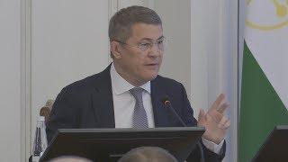 UTV.  Радий Хабиров опять отчитал главу Гостранса Башкирии за плохие дороги и коррупцию в перевозках