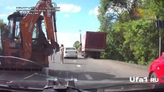 Трактор протаранил ПАЗ