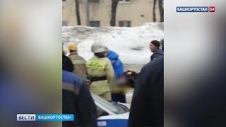 В Уфе на перекрестке столкнулись две легковушки: есть пострадавшие