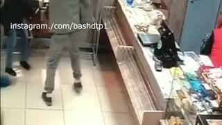 В Уфе в магазине мужчина избил женщину