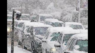 Оттепель после обильного снегопада сковала движение на дорогах Уфы