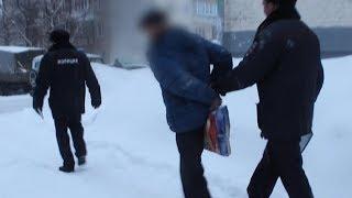 Наркодилер напал с ножом на полицейских