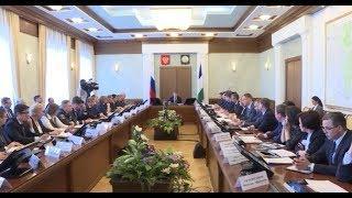 Радий Хабиров поручил поднять зарплаты сотрудникам МФЦ