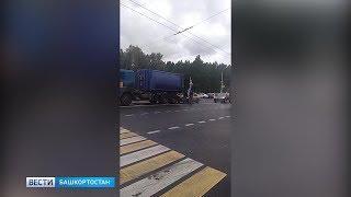 В Уфе машина с празднующими день ВДВ десантниками столкнулась с грузовиком