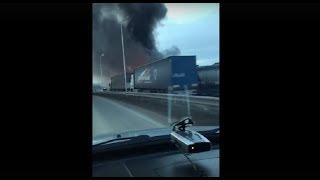 На трассе М-5 на границе с Башкирией горят торговые павильоны