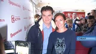 Российские актеры раздали в Сибае пригласительные на свой спектакль