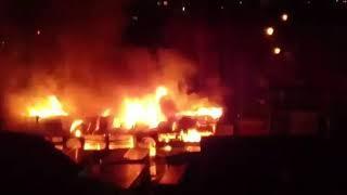 Пожар в Нефтекамске горит центральный рынок