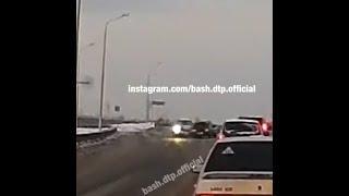 Момент столкновения ВАЗ-2115 и Subaru XV, в котором погиб водитель | Ufa1.RU