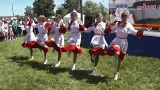 Девичий чувашский танец на празднике