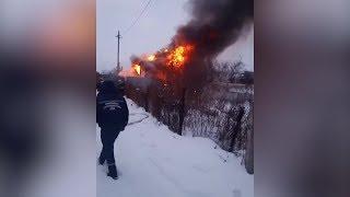 Сгорел дом многодетной семьи: в Уфе в пожаре пострадали дети 3 и 5 лет - ВИДЕО