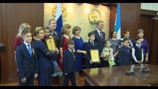 Радий Хабиров наградил маленьких героев