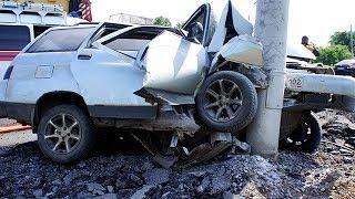 Подрезали на дороге: в Уфе автомобиль врезался в столб