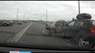 Страшная авария произошла сегодня на Октябрьском мосту в Ярославле