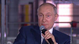 Владимир Путин ответил на вопросы во время встречи с рабочими нового завода в Башкирии.