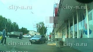 В Новокузнецке водитель сбил человека на тротуаре и уехал