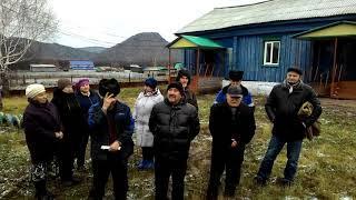Жители Ишимбайского района подарили главе фуфайку