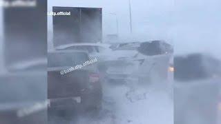 В массовой аварии на трассе М-5 в Башкирии столкнулись 12 машин