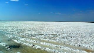 Эльтон.  Солёное озеро в  Волгоградской области как  одно из самых больших в Европе
