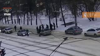 Видео момента аварии в Уфе, где водитель сбил двух маленьких девочек