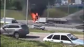 В Уфе возле ТРЦ Планета сгорел грузовик (13.05.19)