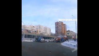 Бульдозеры очищают асфальт от несуществующего снега | Ufa1.RU