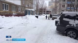 В Уфе на школьника обрушился снег
