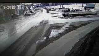Водитель в Дюртюлях на полном ходу въехал в кирпичный забор