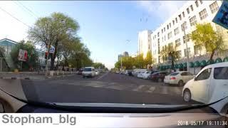 В Благовещенске сняли на видео «спешащего» автохама