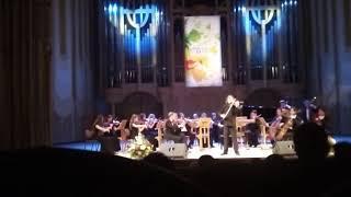 Дирижер камерного оркестра Рустем Абязов сочинил на скрипки вариации на Татарские песни
