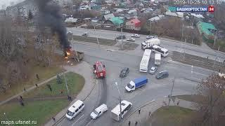 Видео момента ДТП с грузовиком, наехавшим на электропору в Уфе