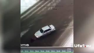 В Уфе женщина-водитель прокатила на капоте пенсионерку