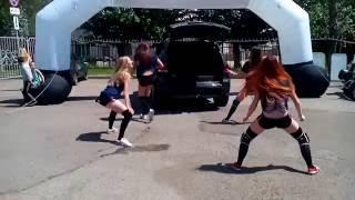 Девушки танцуют тверк. Стерлитамак