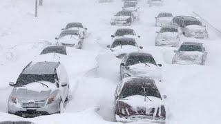 Снежные ураганы, морозы и сугробы. Зима пришла в Россию