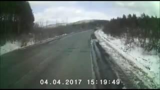 Момент столкновения легковушки с двумя фурами на М-5 попал на видео
