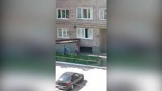 В Туймазах с окна упала женщина