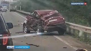 На въезде в Уфу грузовик протаранил стоящую BMW X3