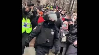 Москва красавцы ♥️ Полицаям позор ✊ Долой власть чекиста ???? Долой олигарха Путина ✊