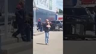 В Уфе рабочие упали с погрузчика (14.06.19)