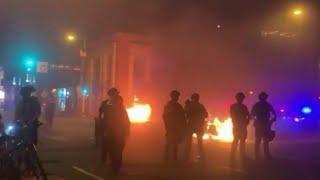 В Миннеаполисе вспыхнули массовые беспорядки после очередного убийства полицейскими темнокожего.
